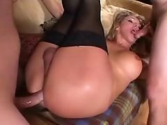 Sexy college tranny blows boyfriend