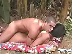 Fithy tranny stuffs hole with dildo